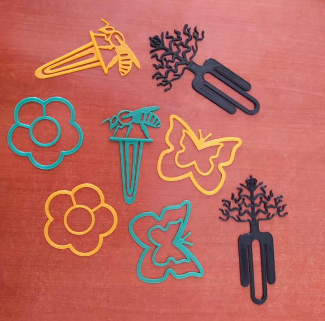 Solidarity Initiative for Refugees(SIR) create 3D printed keyrings and bookmarks in Kakuma