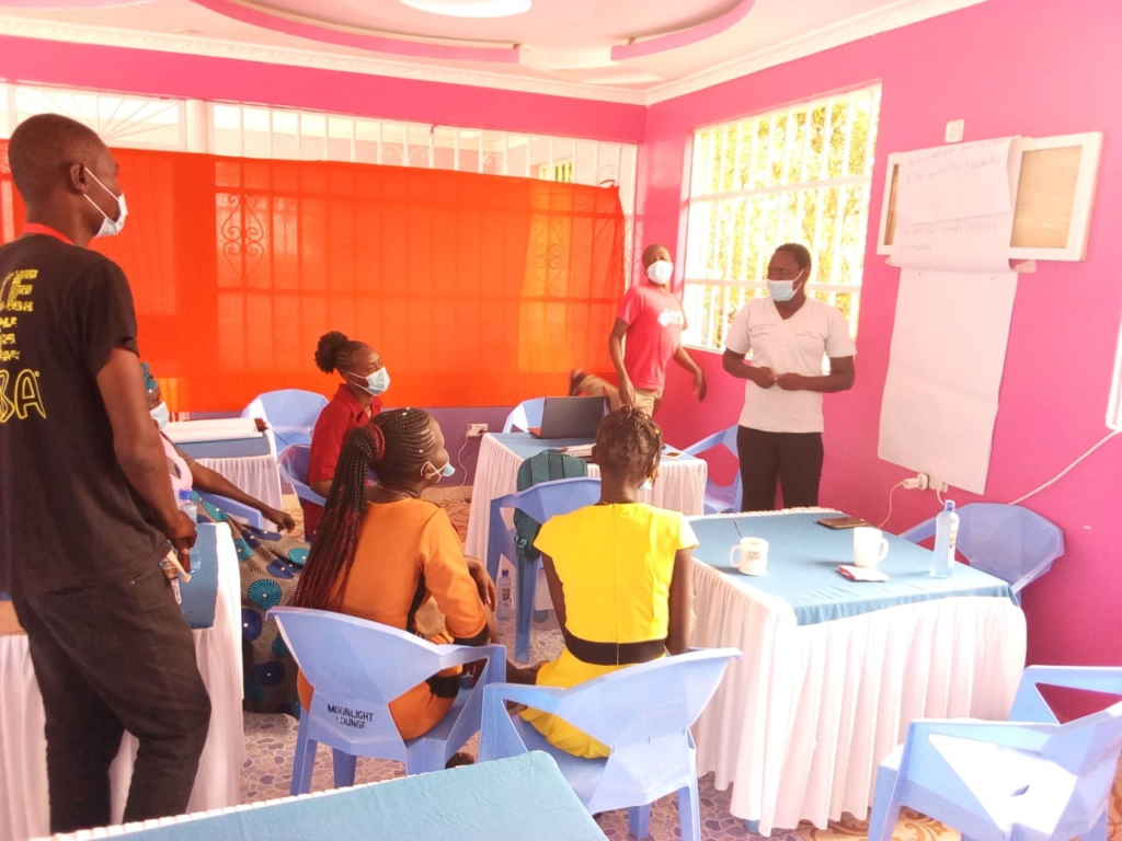870 youths in Kakuma complete ICT course